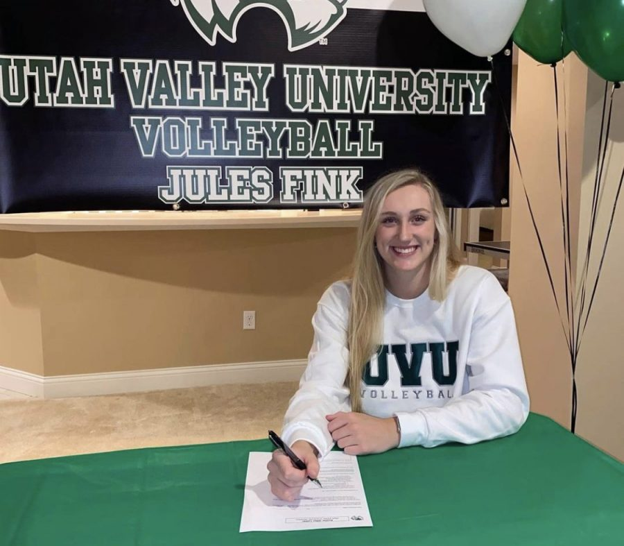 Jules+Fink%2C+senior%2C+has+an+at-home+signing+ceremony+to+play+D1+volleyball+at+Utah+Valley+University.